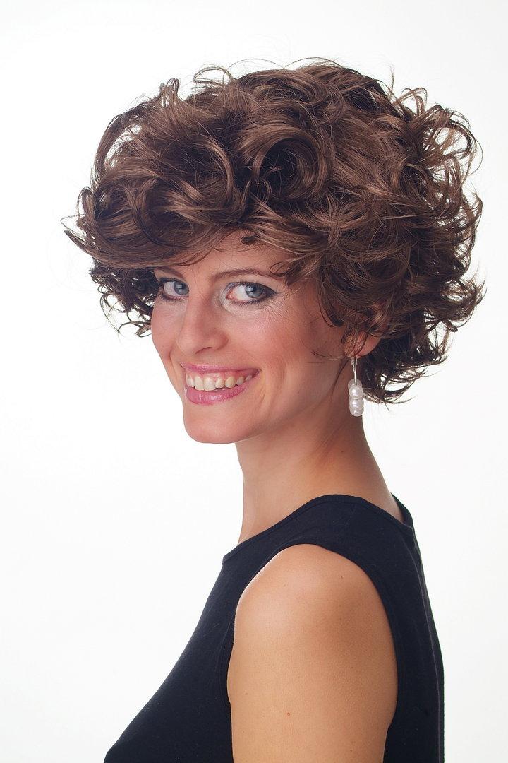 Braune kurze haare locken